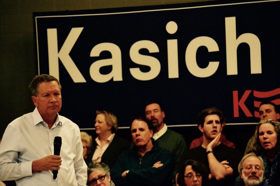 Kasich under sign