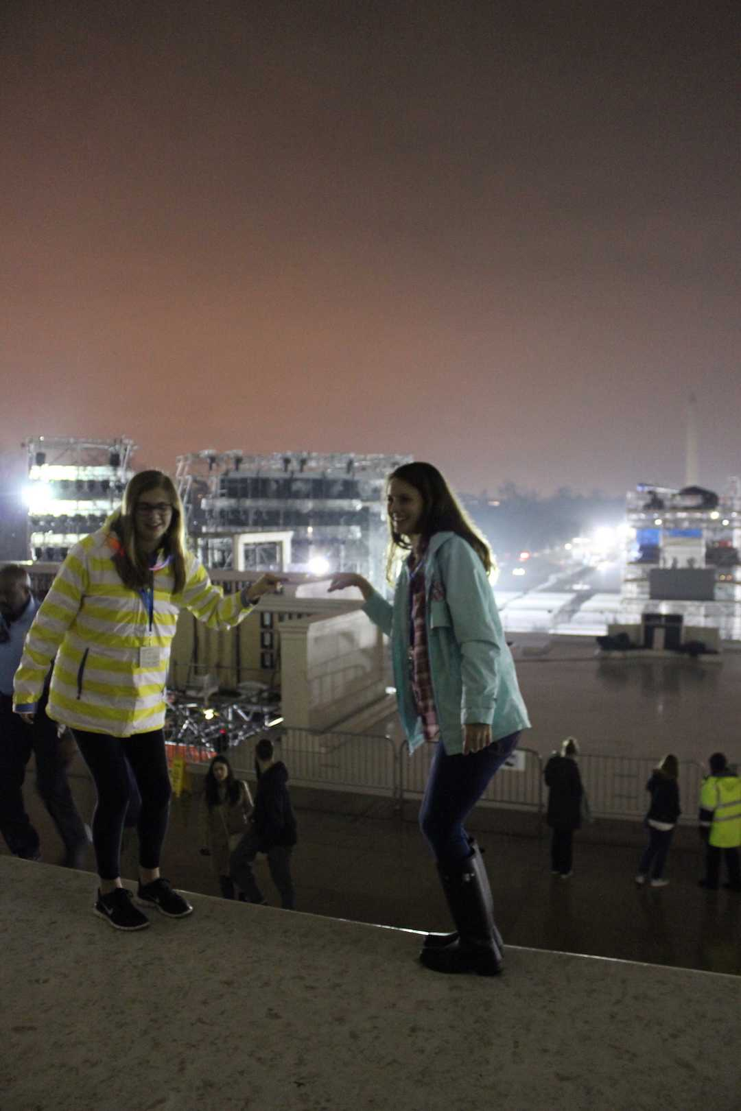 Holding+the+Washington+Monument