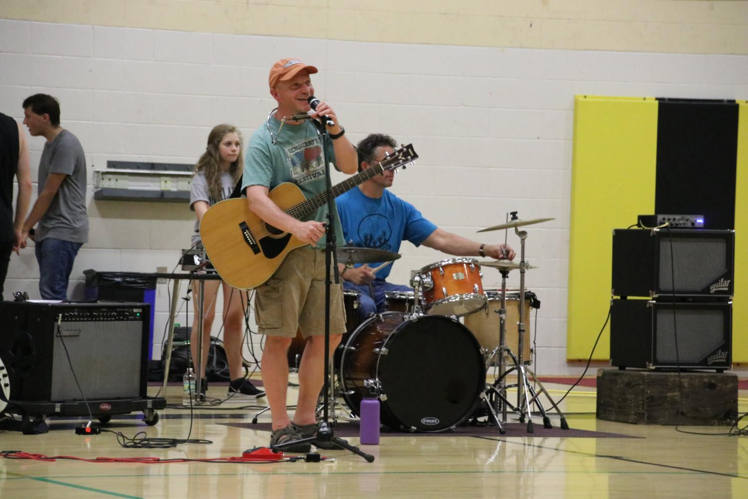 Steve+Dreher+and+friends+also+performed+at+the+talent+show+during+the+Run+for+Hope+day+2018.